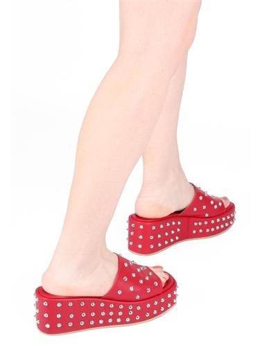 Modabuymus Modabuymus   Dolgu Topuklu Zımbalı Terlik - Staple Kırmızı